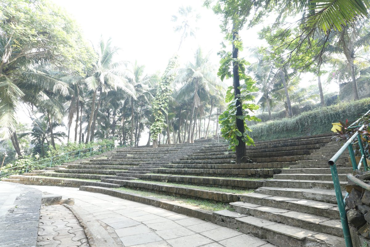 Greenery around the coast plus live performances at the open amphitheater. What more could we ask for?  Feel the vibe of a celebrity at the Bandstand garden!    @mybmc #NationalTourismDay