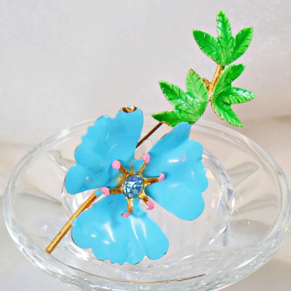 Flower Brooch. Aqua Flower Brooch. Blue Flower Pin. Rhinestone Flower Brooch. #Vintage Brooch. waalaa. #antique #shopping #jewelry #jewellery #gifts #wedding #etsy
