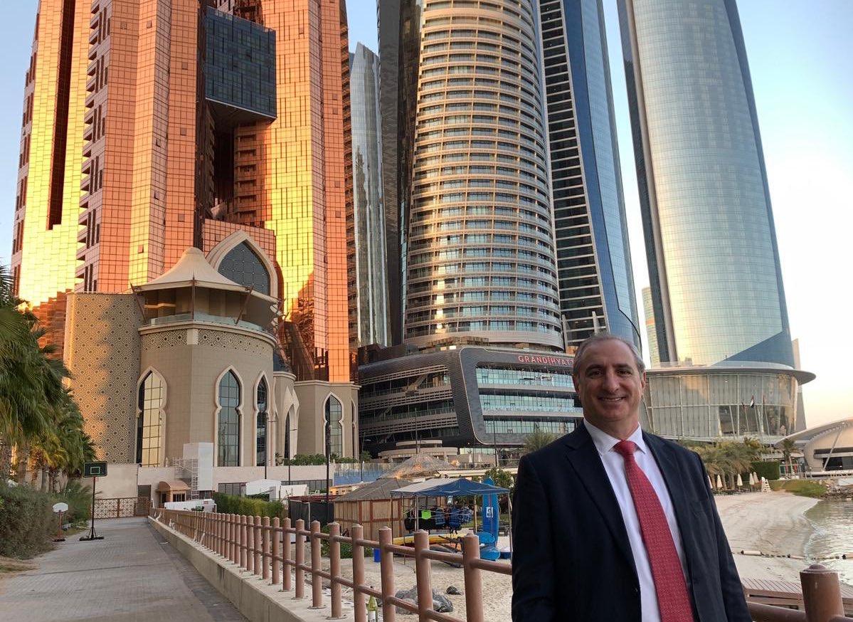 """القائم باعمال السفارة الإسرائيلية في الإمارات إيتان نائيه: """"أنا في مهمة تاريخية، مثيرة للمشاعر. وصلت الى أبوظبي وفي جعبت…"""