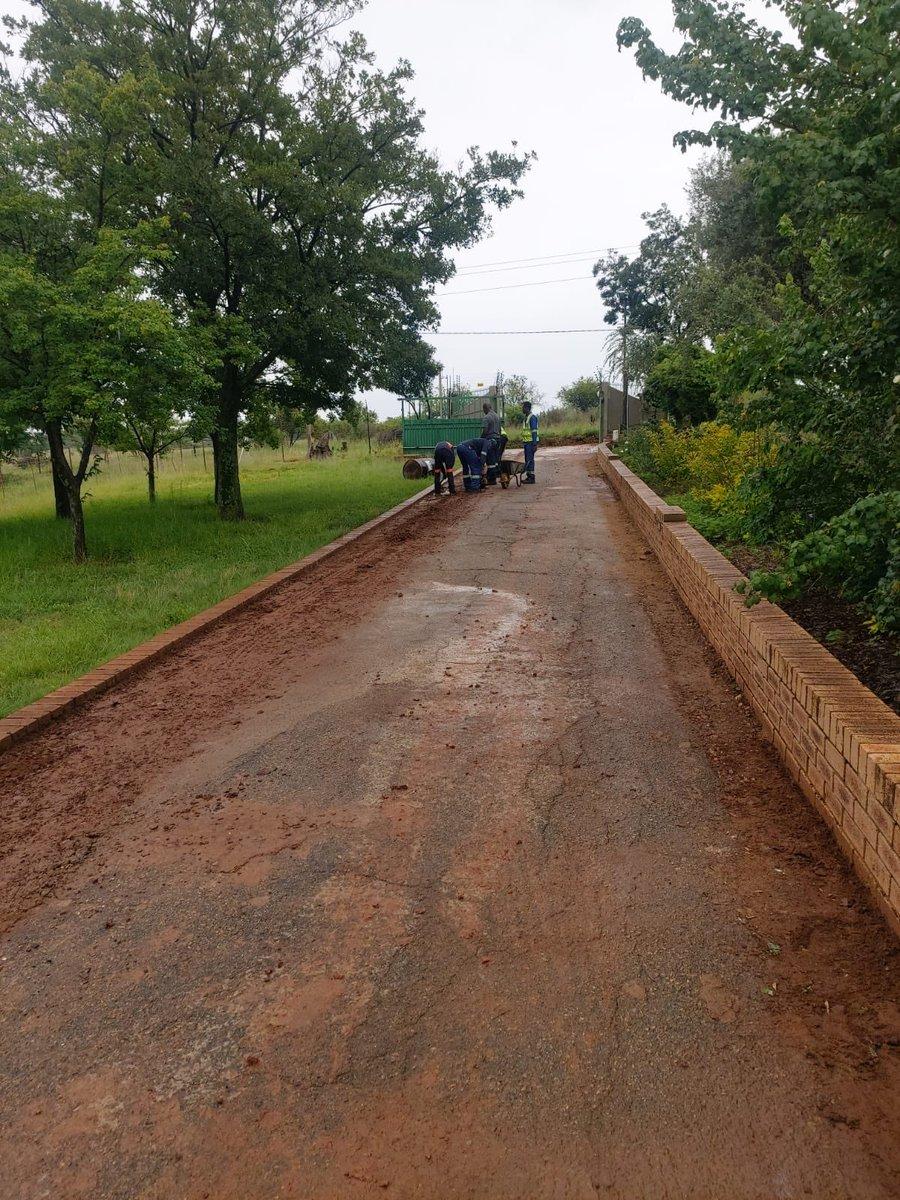 Tar Driveway Done ✅  #Monday #MondayMotivation #mondaythoughts  #motivation #construction #contractor #asphaltpaving #paving 👷🏾♂️