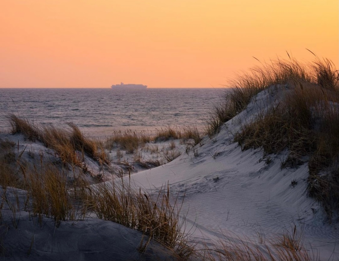"""Never let your fear decide your fate""   📸 @atphoto1992 📍 Jones Beach State Park  #discoverlongisland #whereyoubelong #longisland #longislandny #LINY #longislandsunsets #sunset #jonesbeach #jonesbeachstatepark #beach #sand #dunes #longislandlocal #views #explore #iloveny"