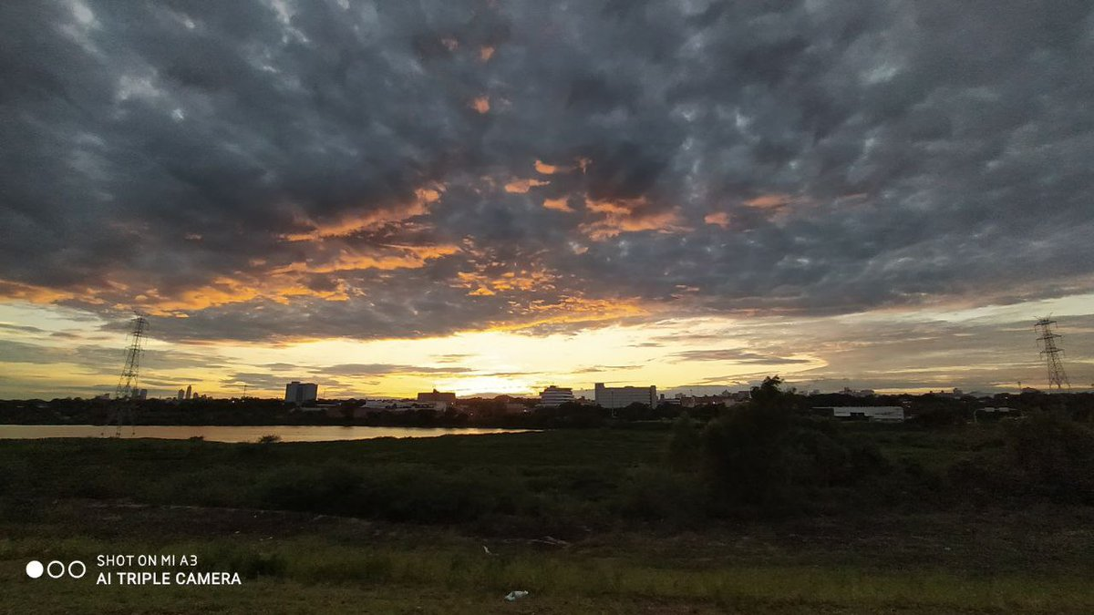 De esos amaneceres raros de Paraguay 🤪👽🇵🇾  #rainbow #morning #landscape #MondayMorning