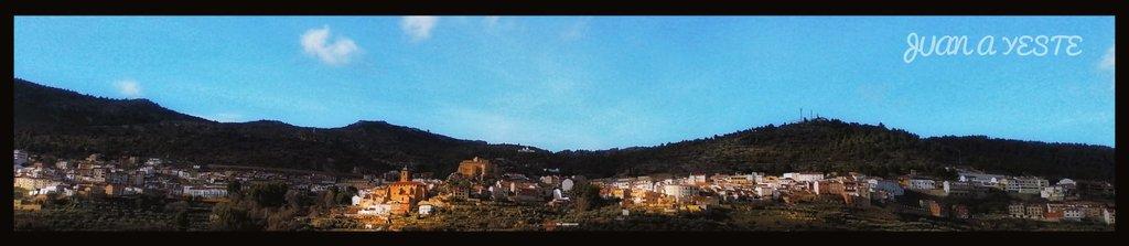 📸🌄Panorámica de Yeste al atardecer tras la #BorrascaIgnacio. #sunset #SierraDelSegura #Albacete #meteoAB  © Juan Antonio Blázquez