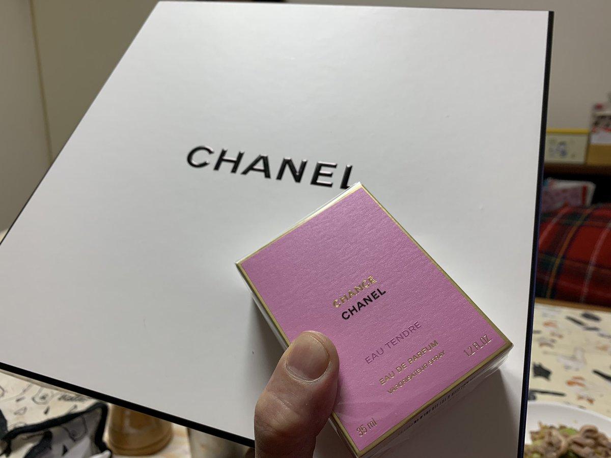 はなちゃんが頼んだ CHANELの香水、 箱デケェ!中身かばえぇ!w 緩衝材にもCHANEL!!! 色々と凄ぇ!!!!!  #CHANEL #香水 #fragrance