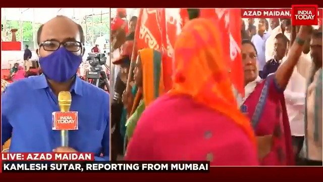 Thousands of #Maharashtra farmers march towards Raj Bhawan. @kamleshsutar joins us with more details. #ITVideo #FarmersProtest #AzadMaidan