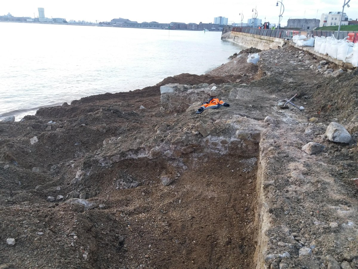 Remains of the 17th century historic defences at Southsea, Portsmouth, have been discovered by our team, during works for the @portsmouthtoday Southsea Coastal Scheme... 1/3 #MondayMorning #archaeology #heritage #portsmouthnews #ClimateHeritage @SouthseaCS