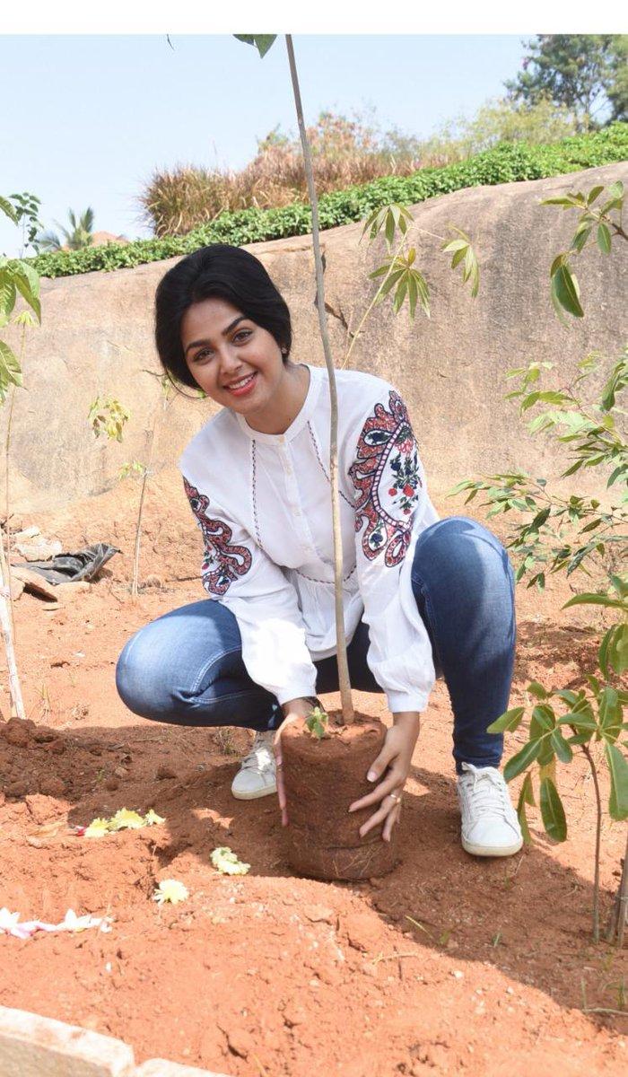 . @Gajjarmonal accepted #HaraHaiTohBharaHai #GreenindiaChallenge   from @harika_alekhya Planted 3 saplings. Further She nominated @makapa_anand @MalharThakar @MitraGadhvi @Actor_Krishna  to plant 3 trees & continue the chain..specially thanked @MPsantoshtrs for this intiative.