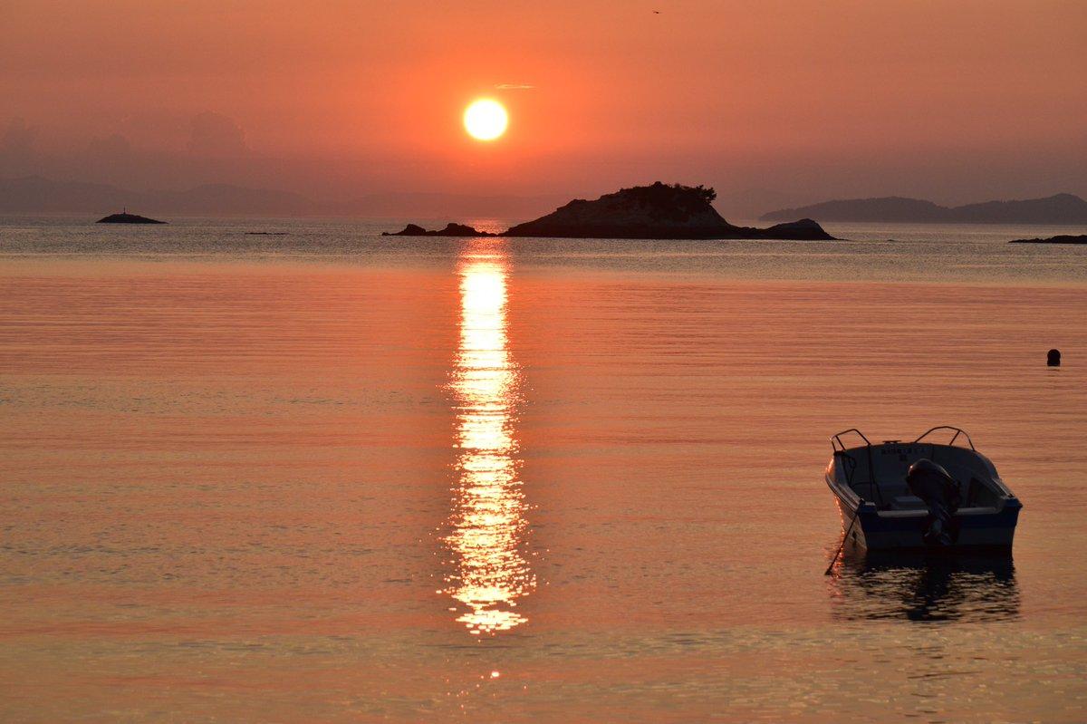 夕陽  #空のある風景 #海 #sunset  #夕陽  📸 @ta16520    Tadashi Takeuchi