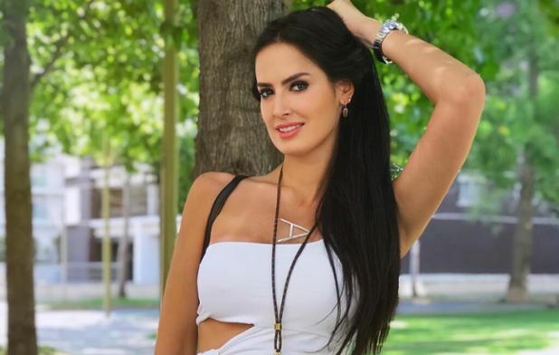 : ALERTA HOT – Adriana Barrientos posó en bikini y alborotó a sus seguidores (+FOTOS) https://t.co/u6wodKyC2T https://t.co/4poDRCnrTd
