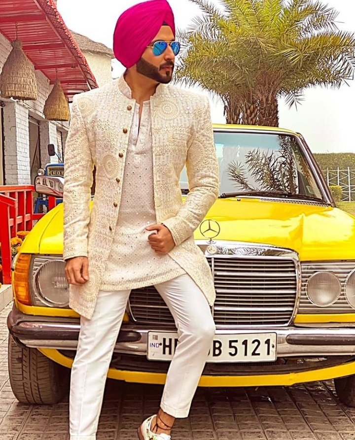 here are the images of the new project by Dheeraj Dhoop ar. The new project is a music video of the song from Jogiya.  #DheerajDhoopar #Jogiya #Karanpreeta #Punjabmusic #PunjabStyle #Punjabi #musicvideo https://t.co/BlEjKGpvcg