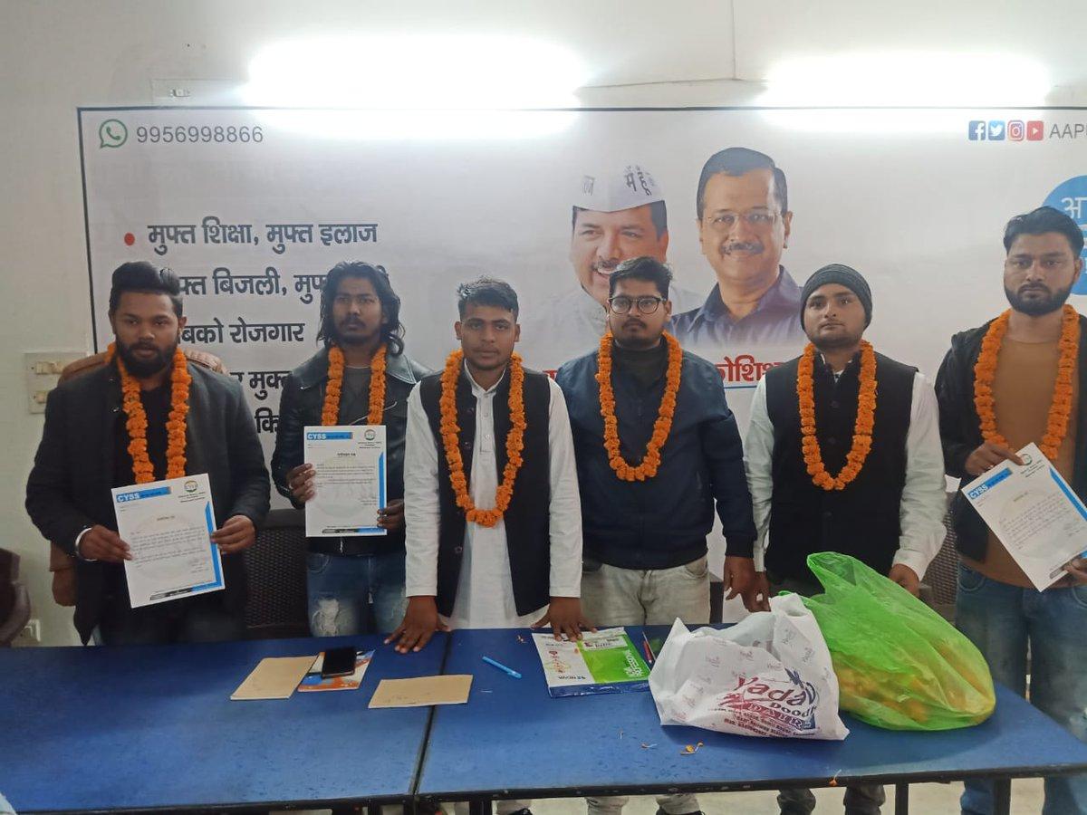 आज लखनऊ कार्यालय में @upcyss महासचिव @ankitpariha_r  और CYSS लखनऊ महानगर अध्यक्ष अभिषेक मिश्रा जी की अध्यक्षता में लखनऊ महानगर CYSS की बैठक संपन्न हुई। कई नए साथियों ने पार्टी की सदस्यता ग्रहण की।  बदली है दिल्ली बदलेंगे उत्तर प्रदेश