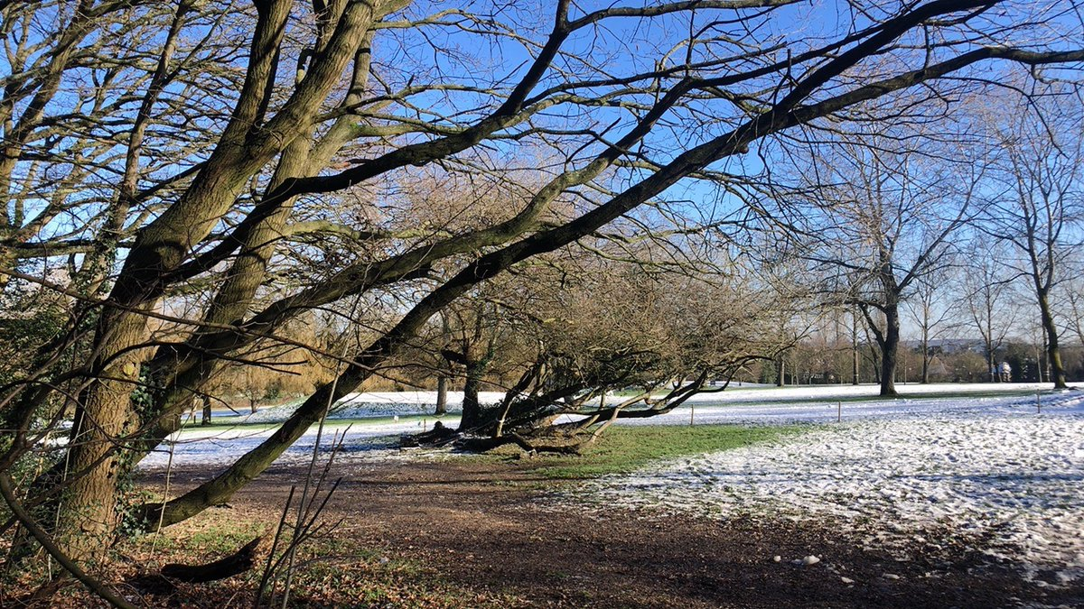 Snow has stayed overnight ❄️☀️💕🙏🙂  #UKSnow #Snow #Landscape #londonsnow #Enfield #MondayMotivation