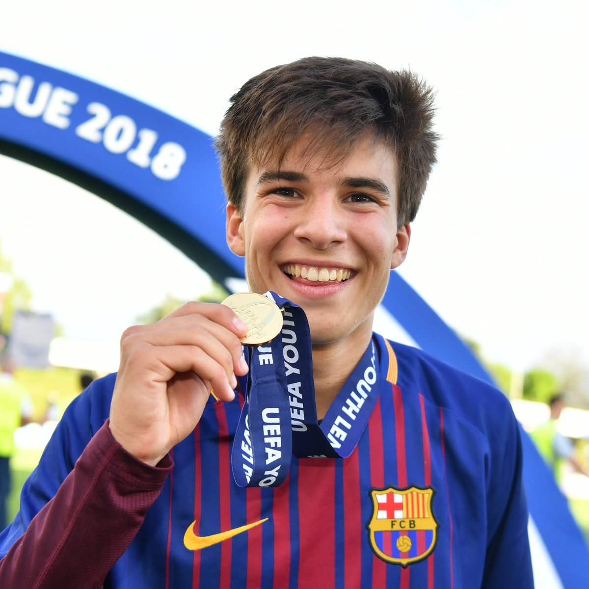 🔵 From La Masia to Barça first team... 🔴 First senior goal for Riqui Puig!   📸: @UEFAYouthLeague winner in 2018  #UCL