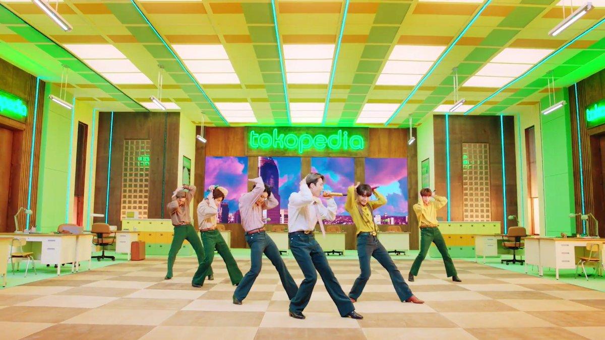 Tokopedia Stage 💚💜💚💜  BTS - DYNAMITE   #BTSDiTokopediaWIB #WIBJANUARI #TokopediaxBTS #DYNAMITEDiTokopediaWIB