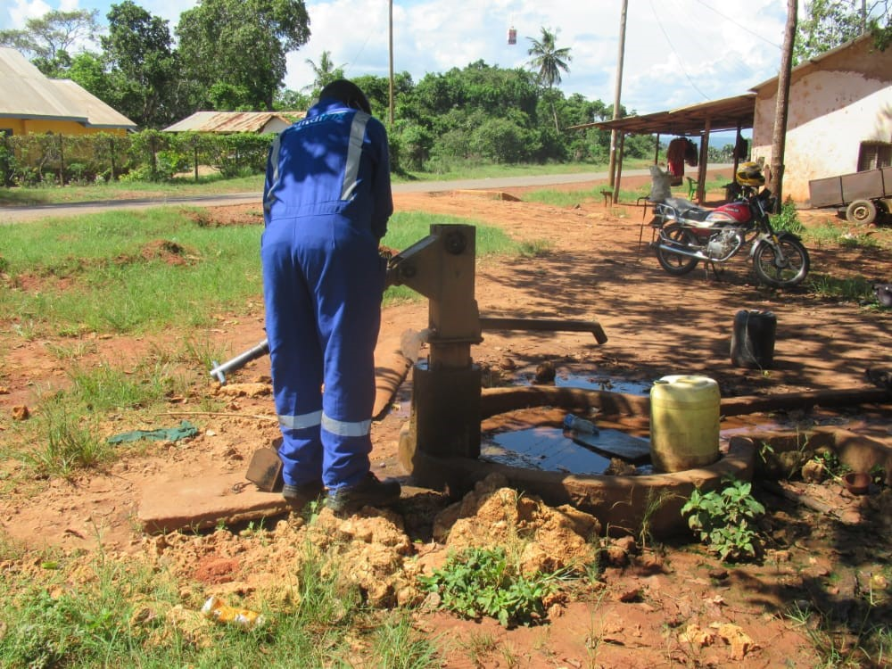 We are now guaranteeing 24/7 #water #access for >80,000 people in #rural communities in #Kenya, by providing quality and timely repair services. Learn more about our work here: , supported by @share_Berlin @reachwater @BaseTitanium