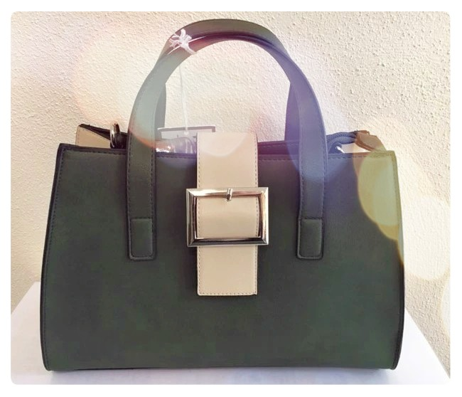 How stunning is this khaki green handbag - the perfect everyday bag 😍 👜 #handbags #fashion #style #supportlocal #SupportSmallBusiness #khaki #supportirish #handbaglover #accessories   Shop this beautiful bag & more stylish handbags on our online store ➡️