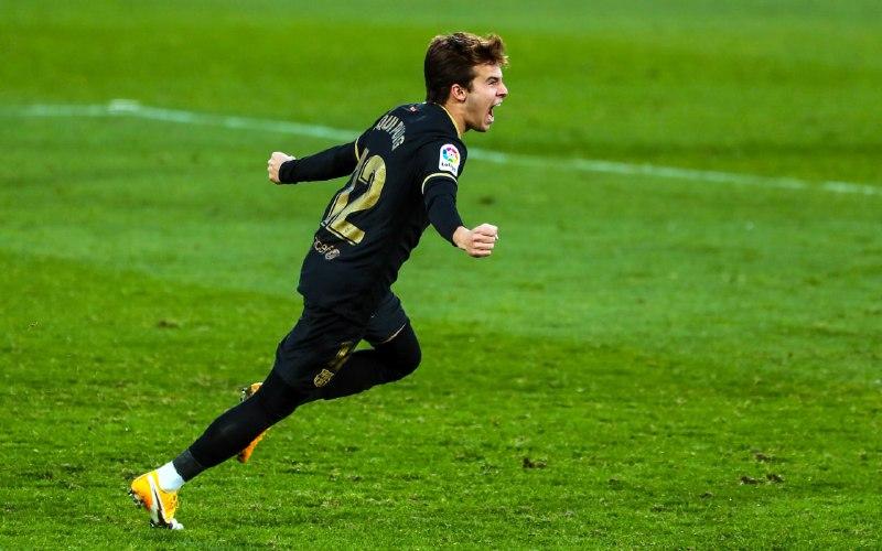 📷 @RiquiPuig ⭐️  😍 A emoção de marcar o primeiro gol oficial com a camisa do clube do coração. 💙❤️