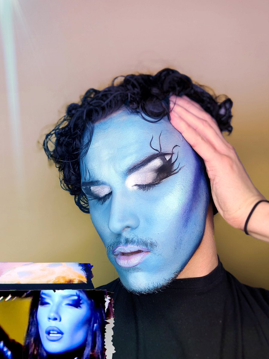 About face for every one ! Recreate the Halsey look @aboutfacebeauty @lauhaim @garretthilliker @_camhicks #aboutfacehalsies #halsey #aboutface