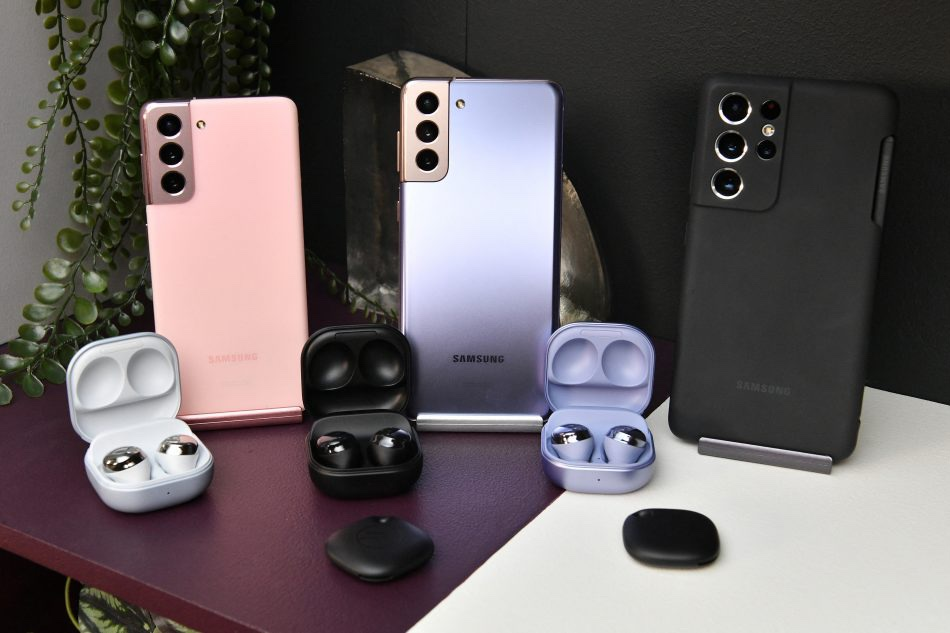 Pre order your #GalaxyS21 and get the full set. The #GalaxyBudsPro with the Smart tags just complete the whole buy 💙