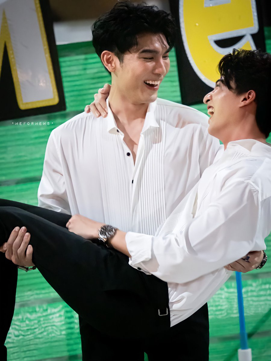 Replying to @MeforMews: เจ้าบ่าวอุ้มเจ้าสาว 👨🏼‍🤝‍👨🏻   #MewGulf2Years2gether #MewSuppasit  #GulfKanawut  #MeforMewSpix