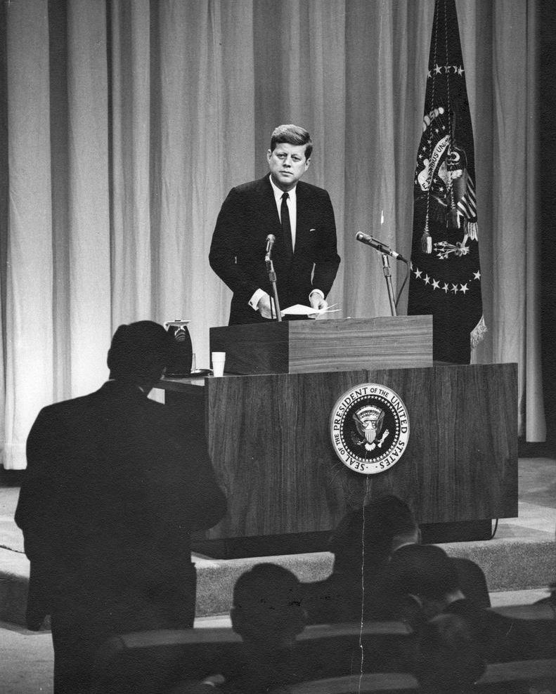 President John F. Kennedy held the first live presidential TV news conference on January 25, 1961. #ThisDayInHistory (Photo: @JFKLibrary)