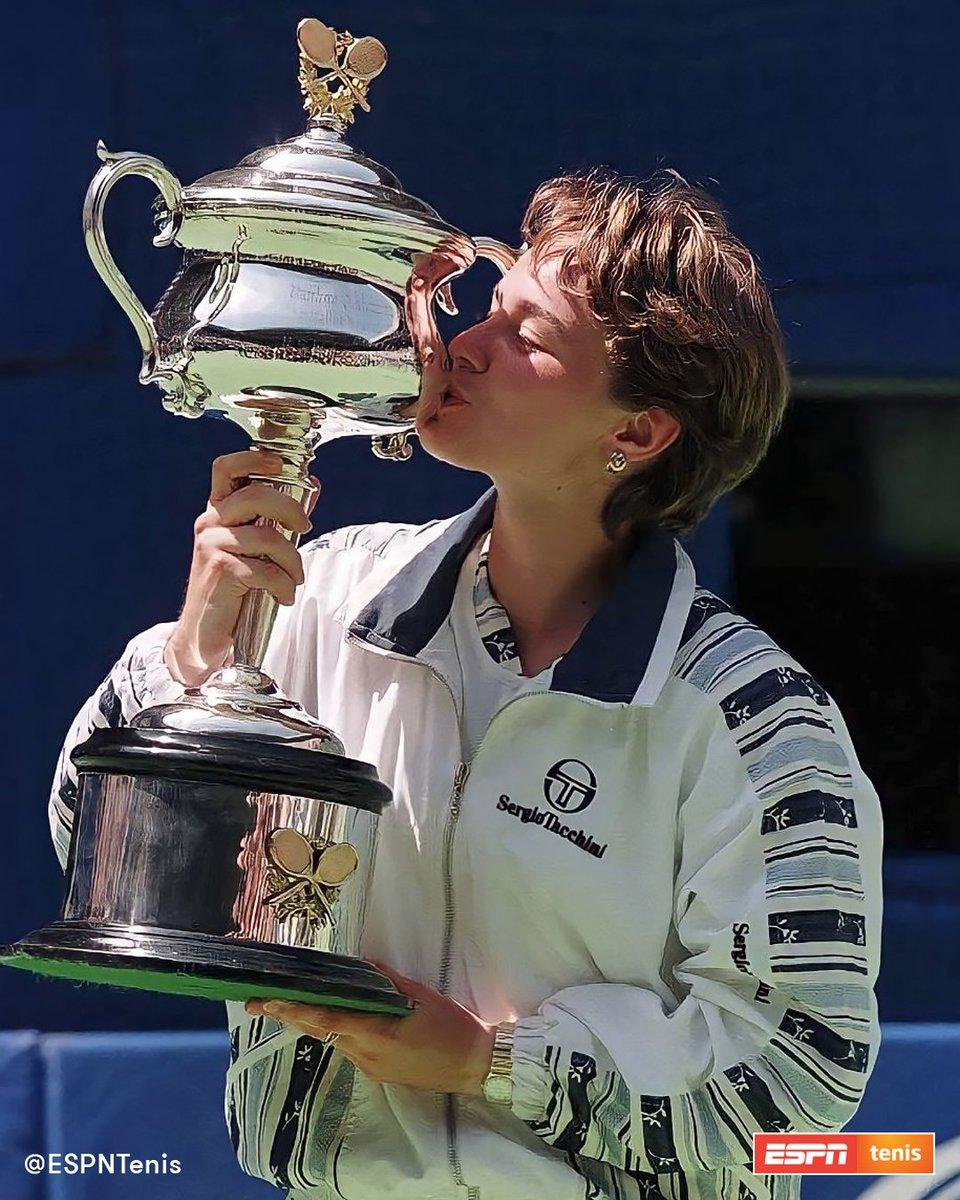 📆 Un 25 de enero, pero de 1997, @mhingis ganaba el #AustralianOpen con apenas 16 años, 3 meses y 26 días. 🏆🇨🇭  #TBTenis