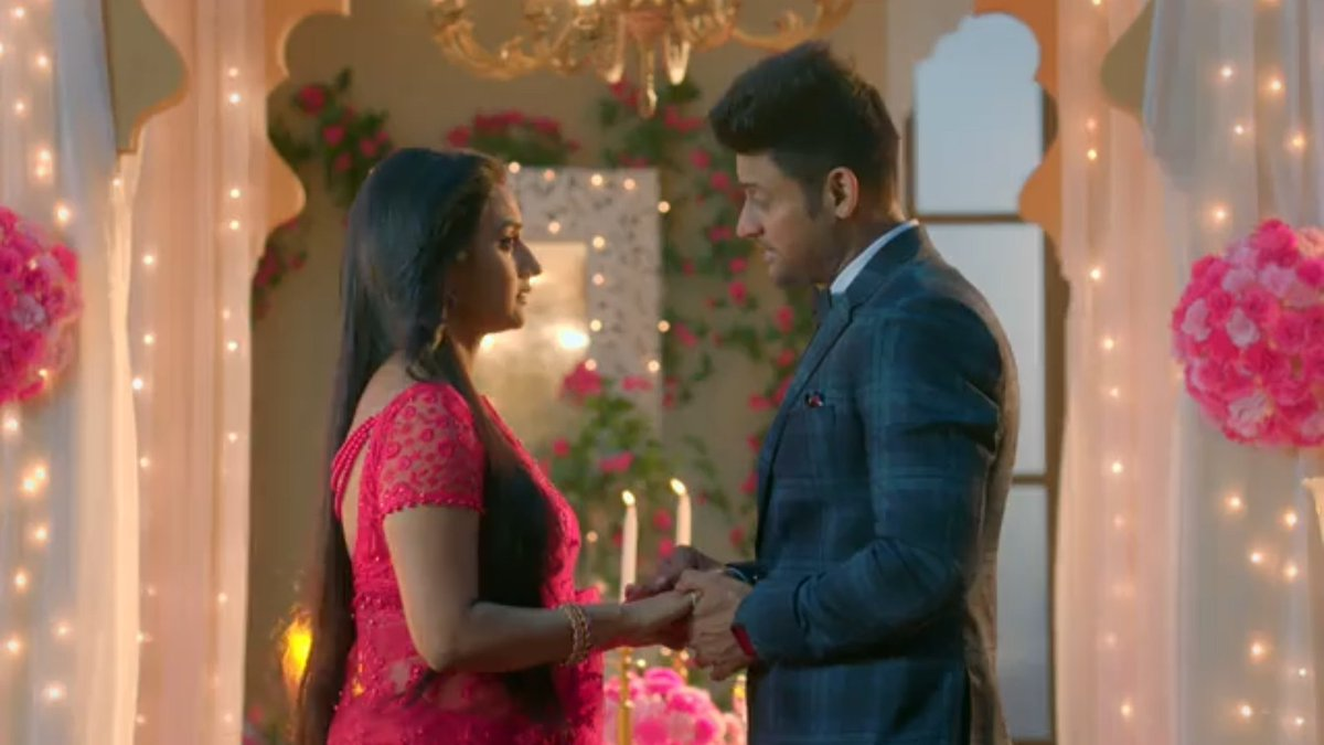Ok, not for nothing but a book of her poems.  #KeerTi #ShaadiMubarak #RatiPandey #ManavGohil