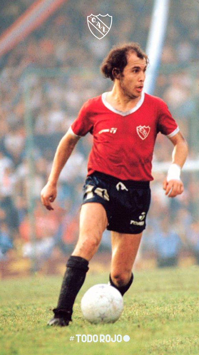 No soy de #Independiente pero este es el Sr #Fútbol . Grande Bocha . #felizcumple