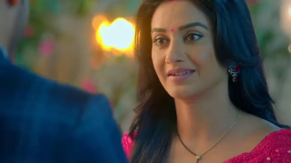 KT: Kaisa laga surprise? Preeti: Achha hai with a sad face 😞😔 Buddhu KT completely missing the point here🤦 #KeerTi #ShaadiMubarak #RatiPandey #ManavGohil