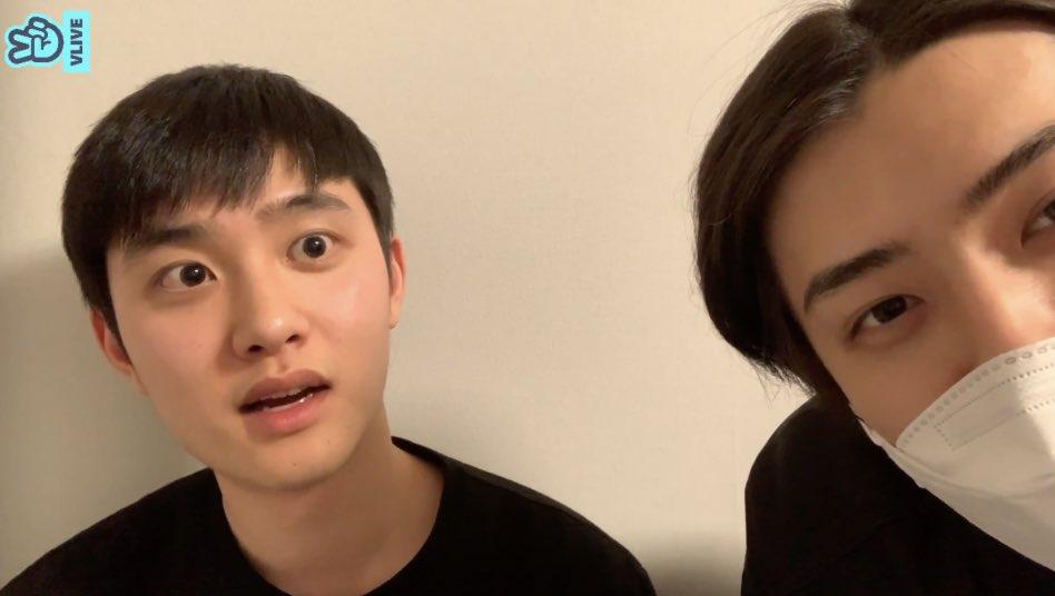 น้องฮุนแกล้งบอกให้ทำเอกโยอะ คยองซูไล่เลย บอกอย่า ออกไปเลย 55555555555555555 ละก็เอากล้องมาถ่ายตัวเองคนเดียว ฮืออ เอ็นดู