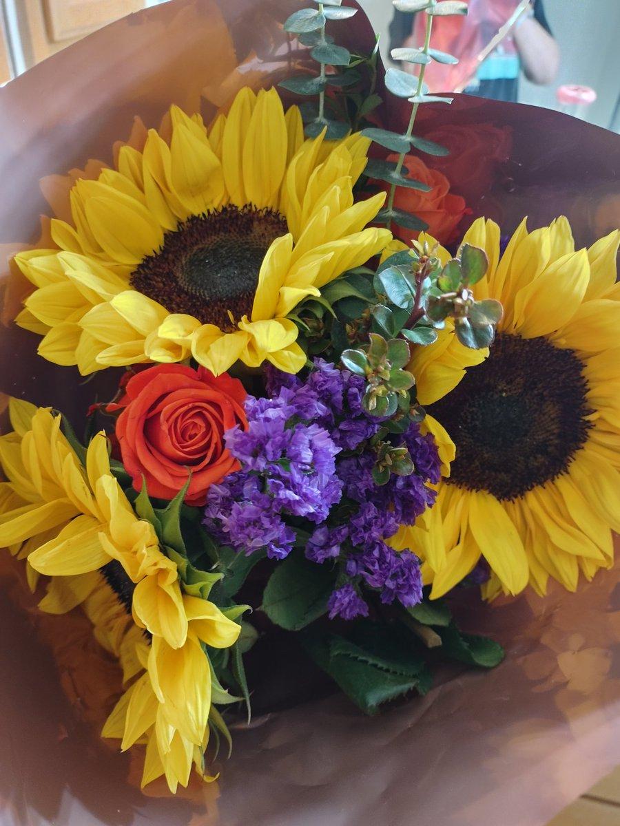 Arent they beautiful #beautiful #Flowers #mylove #hisqueen #camgirl2021 #dailyvlog #sexymilf #makehisballsempty #hellbuyuflowers