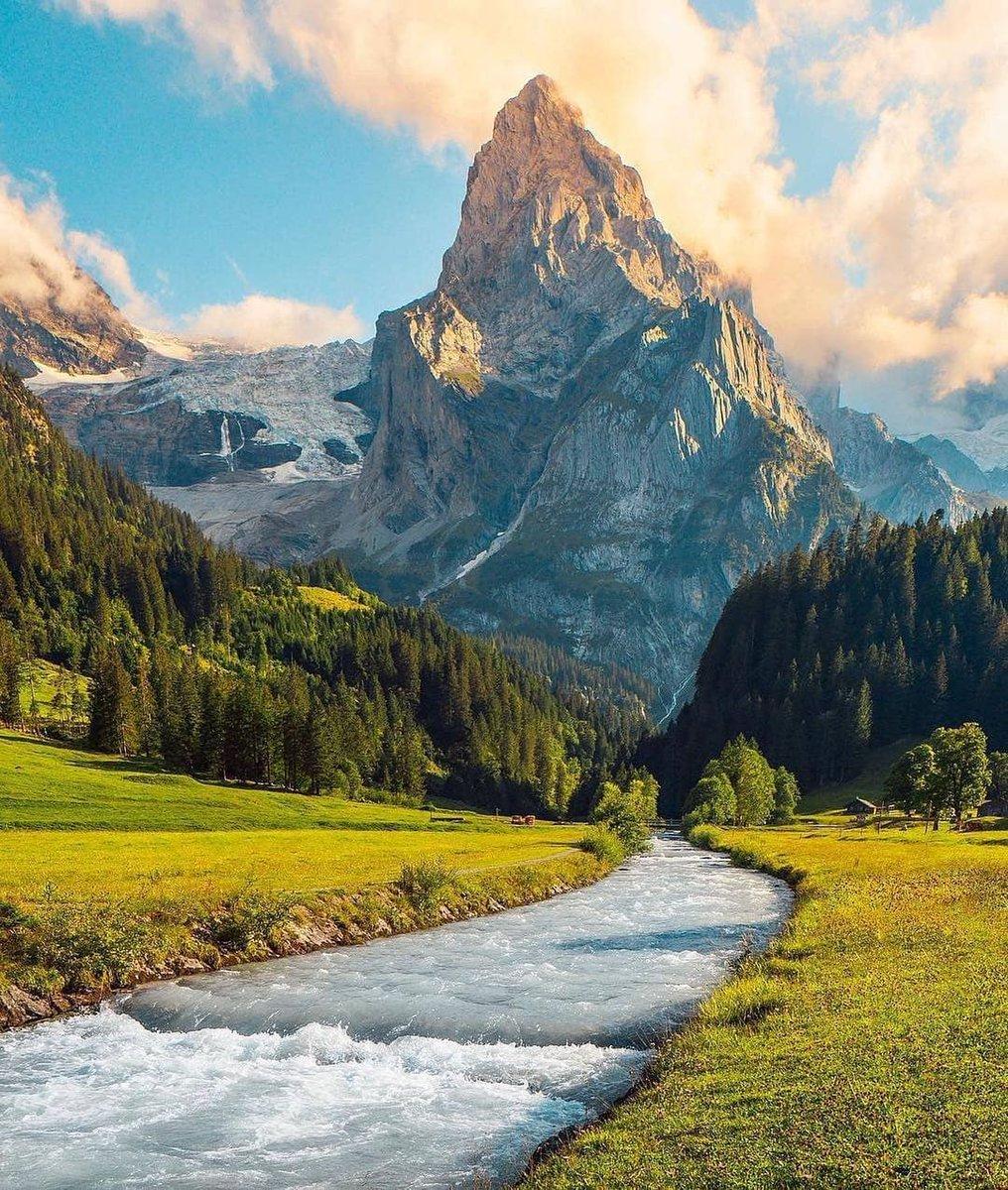 The best chocolate and the best mountain adventures🇨🇭 Switzerland is amazing 😍 Photo by @ananya.ray #MondayMorning #MondayMood #MondayBlogs #MondayWisdom #Mondayvibes #inspiration #MotivationalQuotes #MotivationMonday #StudentsKoInsafDo #nature #NaturePhotography