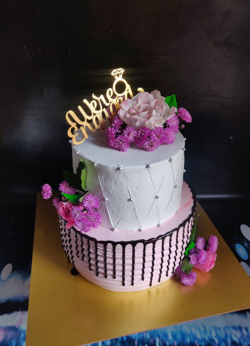 Engagement cake 😍 We make your special day more special.. #Pune #punefoodies #foodie #cakes #cakesofinstagram #punecake #engagement #Flowers