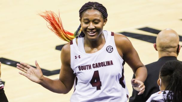 Player of the Week: Aliyah Boston, South Carolina Team of the Week: Tennessee Win of the Week: UCLA over Stanford Coach of the Week: Geno Auriemma More: es.pn/39hVQ1a