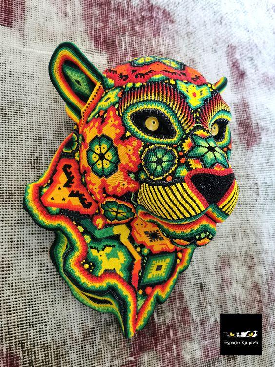 ¡El impresionante #ArteHuichol! ¡Figuras divinas del universo y sus trazos! 🇲🇽😍🐅 #Jaguar #FelizLunes https://t.co/mVF1rTXQfN