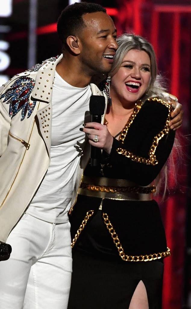 Kelly and John🥰💟  @kellyclarkson @johnlegend  #KellyClarkson #Kelly #Clarkson #KC #TeamKelly #TeamKC #Kellebrities #KellyClarksonShow #JohnLegend