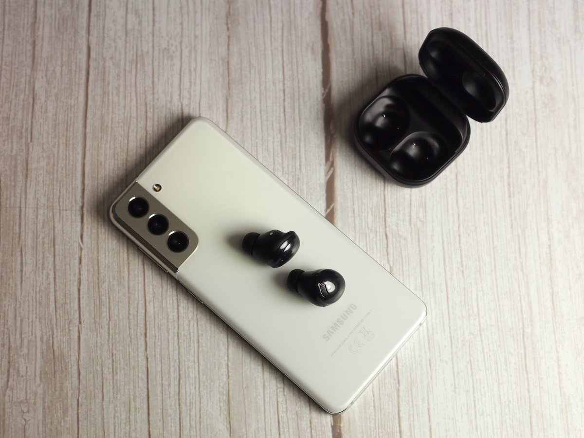 "Recenze Samsung Galaxy Buds Pro – ""Téměř"" dokonalá sluchátka 👏🔊    #Samsung #GalaxyBudsPro #recenze @SamsungCZSK"