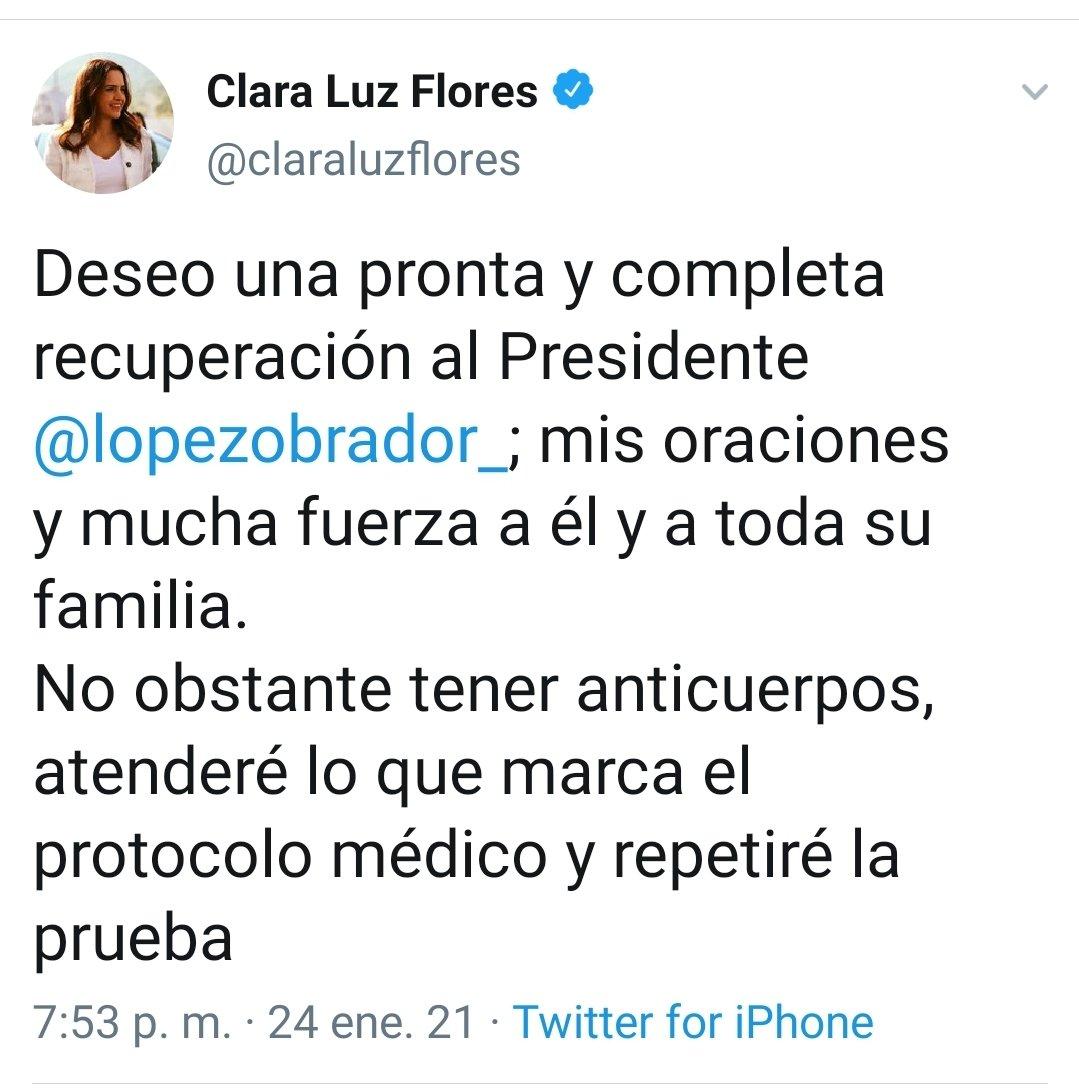 El tuit que reconoce la aspirante de Morena al gobierno de Nuevo León @claraluzflores frente al tuit que circulan a prisa y señala que es fake news.