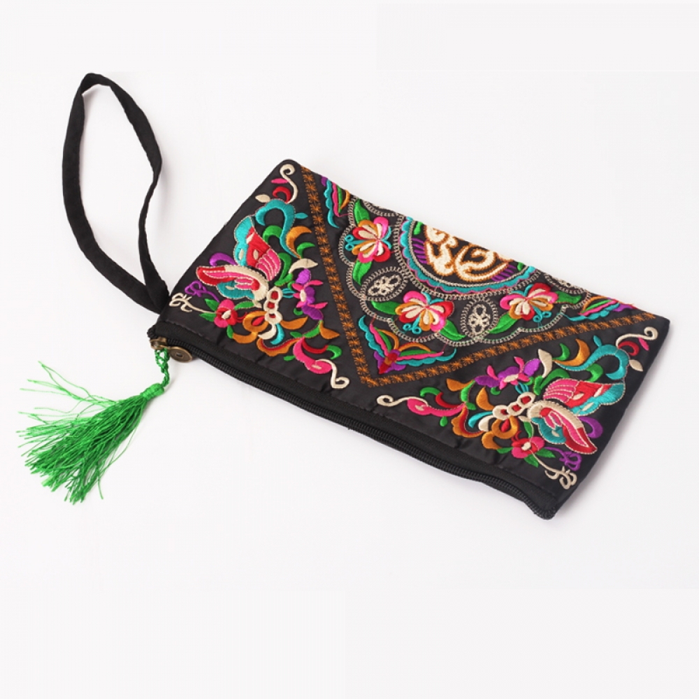 #denim #streetstyle Women's Retro Ethnic Embroidery Clutch