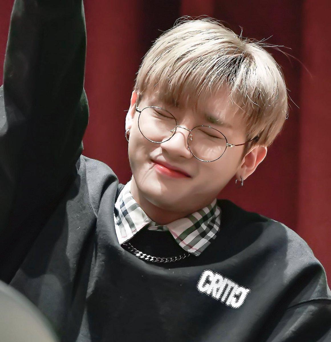 @Nikkzi HAPPY BIRTHDAY ชางกยุนนี่~~~ 💜💜  น้องมักเน่ที่เป็นที่รักของพี่ๆทุกคน   กินของอร่อยๆเยอะๆ ~ 사랑해 💜💜💜 ♡︎♡︎♡︎♡︎♥︎♥︎♥︎ #HBDtoIM #올겨울_IM으로_충분해