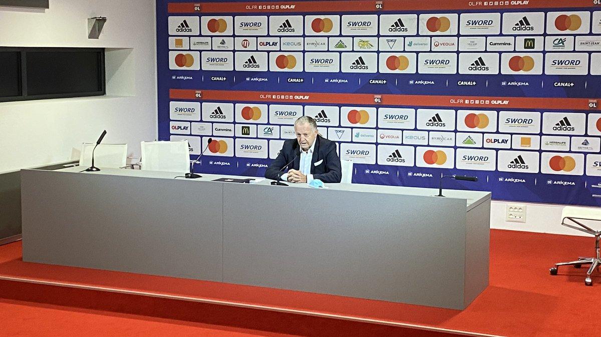 🎙 Après la présentation des nouvelles joueuses de l'@OLfeminin, le Président @JM_Aulas est revenu sur le derby :«L'équipe était bien préparée. Nous avons fait un grand match. Nous avons été supérieurs. Saint-Etienne était probablement dans un mauvais jour.»
