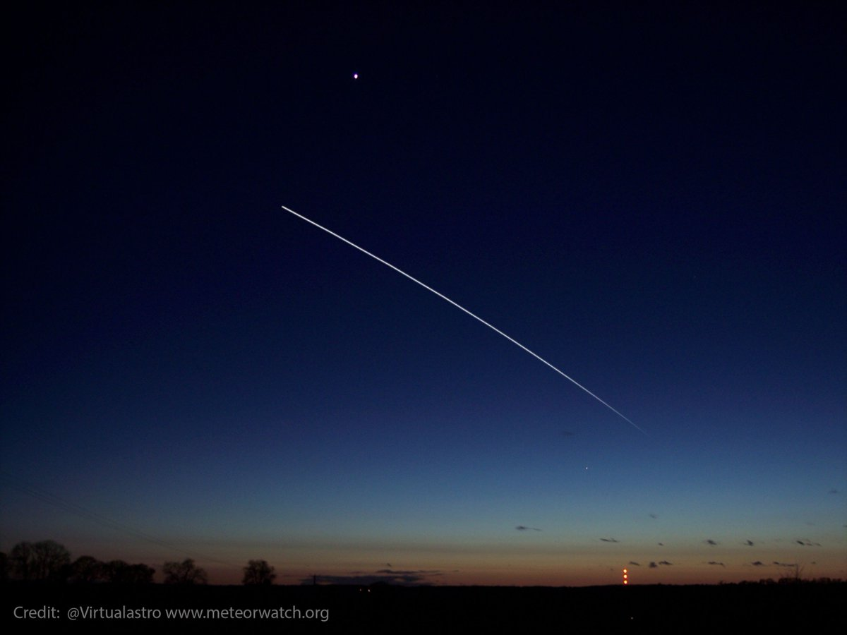 T - 1 Hour until an incredibly bright Space Station - #ISS pass over the #UK Follow @Virtualastro for alerts. Visit meteorwatch.org/iss-internatio… for times and info.