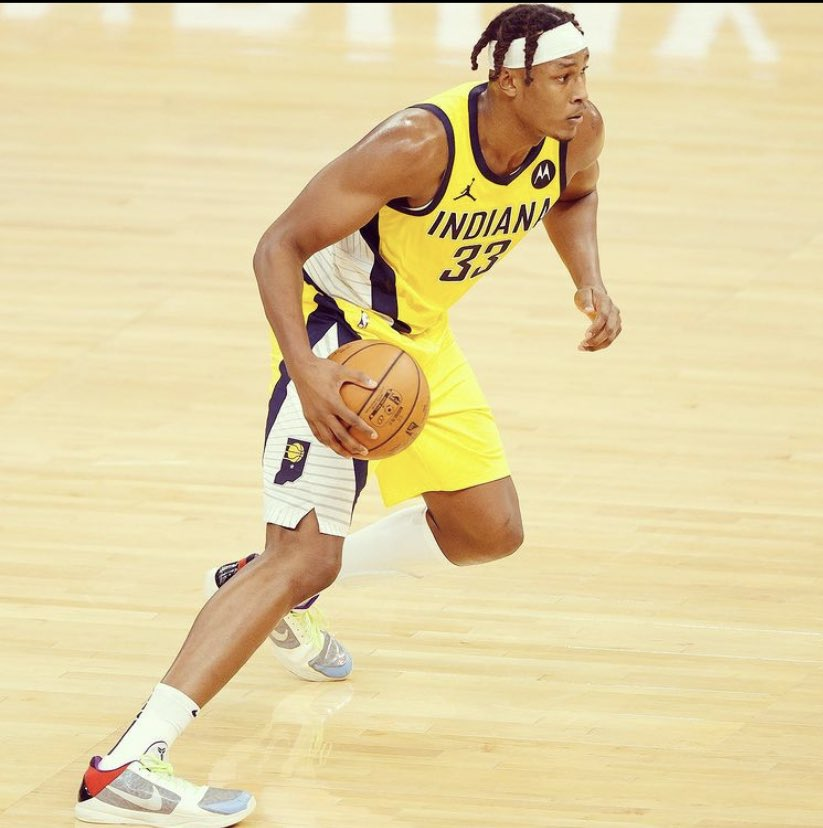 Myles Turner since Oladipo got traded (4 games)  20.0 PPG 8.7 REB 1.0 AST 1.5 STL 4.7 BLK 54% FG 43% 3PT  His offensive role is way bigger atm since both LeVert & Warren are injured, he's showing out 🔥    @Original_Turner https://t.co/YNpN05qyYt