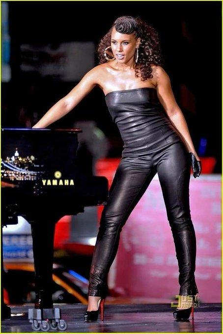 Happy Birthday to Alicia Keys    Who is 40yo today