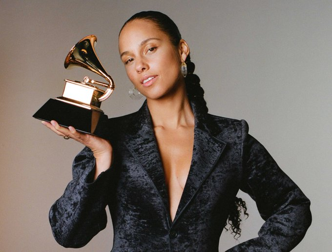 Happy 40th birthday to a legend: Alicia Keys! What s your favorite song by her?