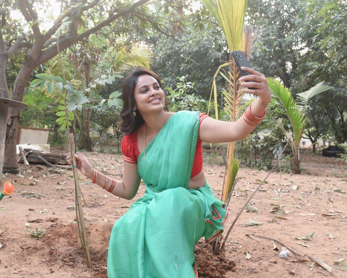Goddess @Nanditasweta Definitely Sets A Great Example For Me In #GreenIndiaChallenge I Will Definitely Follow Her In Planting Trees.She Is My Inspiration.   #AlmightyGodNandita   #NanditaswethamyGod  #Nanditaism #என்_கடவுள்_நந்திதா