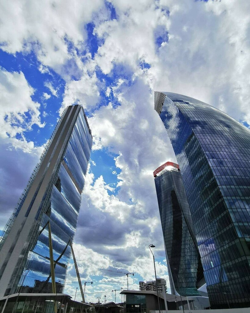 @simo_inter4489 ƧUИᗡAY 🏙️🌥️ #sunday #sundayvibes #tretorri #citylifemilano #skyscraper #milanocity #architecture #design #summerdays #afternoon #sun #clouds #sundayfunday #milanostreetstyle #citylife #igersmilano #milanomia #towers #torreallianz #tor… https://t.co/tI4239jdME https://t.co/R0k4nRR7jz