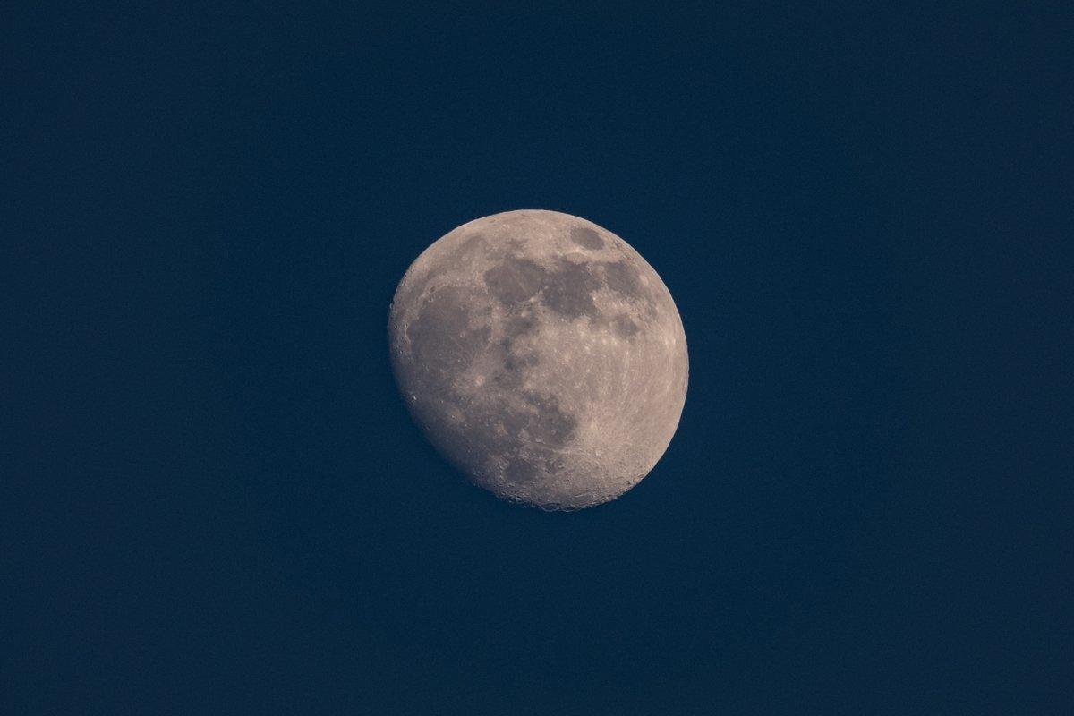 la #luna, the #moon  too bad we can't the other side of it  #photography