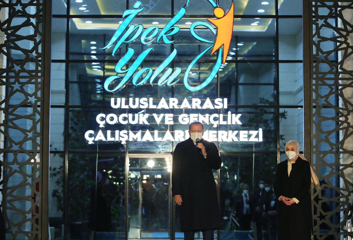 Cumhurbaşkanı @RTErdogan, Elazığ'da İpek Yolu Uluslararası Çocuk ve Gençlik Çalışmaları Merkezi Açılışına katıldı.