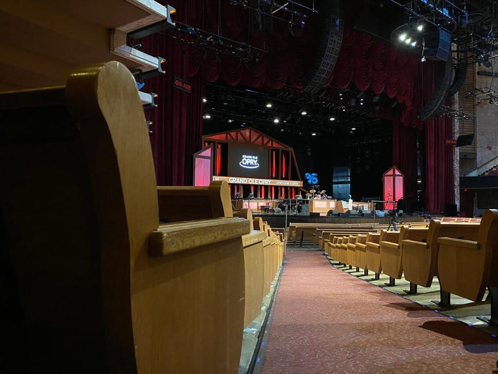 Want to go behind the scenes where the Grand Ole Opry comes to life each week? Join us at the Opry House for a tour!   Tour the Opry House:
